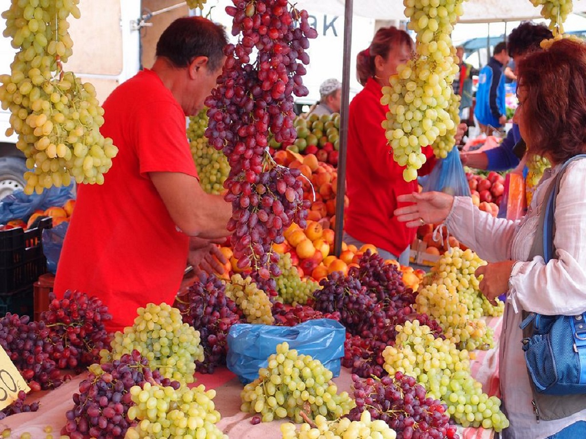 Picture of dopestic grapes on our friday bazaar
